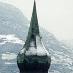 16. Jänner 2013: Der Kirchturm von St. Pauls mit einer angezuckerten Zwiebelhaube.