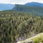 3. Juni: Blick über den Mendelkamm in Richtung Penegal. Fotostandpunkt ist das Bergner Kreuz, unser Hausberg.