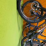 24. März: Neue Unterkunft für die Bikes: Unser Fahrradraum ist fertig.