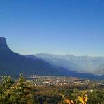 23. Oktober: Der Wild-Mann-Bühel ist der höchste Punkt im Montiggler Wald und bietet einen herrlichen Blick auf St. Pauls und die Meraner Berge.