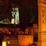 1. November: Blick vom Friedhof auf den Kirchturm von St. Pauls.