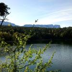 22. April: Beim Mountainbiken am Kleinen Montiggler See. Im Tal ist längst Frühling, in den Bergen (wieder) Winter.