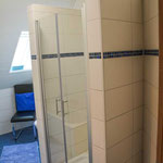 Das Badezimmer. Neu und komfortabel.