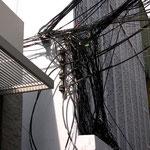 Interessante Elektrik. Was gehört da wohl wem?