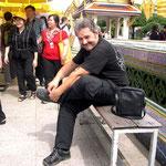 Um die Tempel zu betreten müssen die Schuhe ausgezogen werden