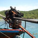 Und wenn kein Bootsmotor zur Hand ist, tuts auch ein Automotor vom Schrott