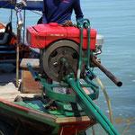 So einfach kann  man ein Boot motorisieren.