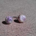 Bague boule ivoire et violet monté sur fil d'argent
