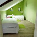Chambre à l'étage avec 2 lits gigogne (1-4 personnes)