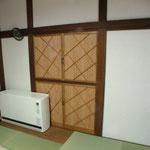 以前の建具の組子を利用して茶の間の建具を造りました。