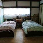 2階和室の続き間を寝室に レンガタイルを張り、壁も塗り、柱も塗装し雰囲気を変えました。