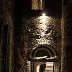 de Sonnaz I: Eingangsbereich bei Nacht