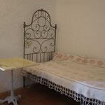 de Sonnaz II: Schlafzimmer 2 mit alten ligurischem Bett