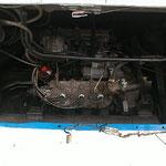 エンジンルーム内画像です。2ストローク・3気筒・トリプルキャブレター!速い・・・速過ぎる(汗)。