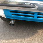 エンジン部のマフラーカバーもボンネット同色に塗装!マフラーエンドもパイプをフレア加工して溶接して有ります。