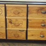 Meuble à tiroirs sur roulettes (récupération de caisses de vin)