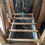 トイレ配管位置移動、床組新規
