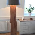 Lampe mit Eichenfuß