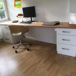 Schreibtisch mit Vollholzplatte in Eiche