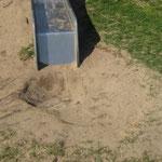 Knüppelharter Boden bei längerer Trockenheit, Sand nicht aufgefüllt