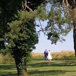 Arrivée des mariés dans le jardin