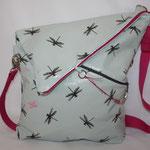 NOCH ZU HABEN: Dragonfly türkis & Luisa  pink .. Reissverschluss in pink .. Frontseite mit schrägem Reissverschluss ... Maße: ca. 36 + 46 cm hoch / 32 cm als Messengerbag x 34/42 cm breit x 7 cm tief  ... ca. 100