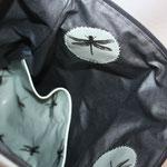 .. Einbllick zur Haupttasche .. hier sind die Libellen mit Nachtleuchtgarn appliziert