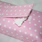 Design: rosa mit weißen Punkten