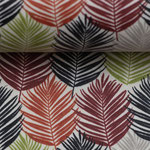 besch. Baumwolle: Blätter bordeaux, terracotta, grün, hellgrau, schwarz auf hellem Untergrund