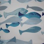beschichete Baumwolle  - blau-graufarbene Fische auf weißem Grund