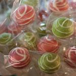 DANKESCHÖN, Birgit !!! Cake-Pops mit Schoko-Füllung .. yam yam :0)
