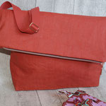dto. eine Tasche aus dem besch. Leinen - terracotta