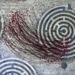 Sein - gespiegelt im Labyrinth #01, Asphalt, Acryl, Wachs, Ölkreide, Baumwollfaden, Leinwand, 100 x 120 cm