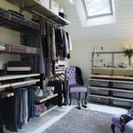 Regalsystem für begehbare Ankleide, Dachschräge