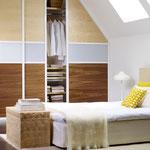 Schiebetüren mit Bambusfüllung in Dachschräge auf Maß