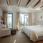 Strandhaus-Fehmarn I, Steuerbord, das Schlafzimmer mit Blick zum Fehmarnsund
