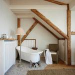 Strandhaus-Fehmarn I, Steuerbord, Ihre Badewanne im Schlafzimmer mit Blick aufs Meer