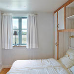 Strandhaus-Fehmarn I, Steuerbord, 2. Schlafzimmer im OG mit Blick zur Vogelwiese