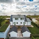 Strandhaus-Fehmarn I, Fehmarnsund, von oben mit Saunahäuschen