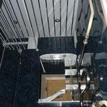 Стены - пластиковые панели Grosfillex (017), потолок - реечный потолок Албес (рейка белая матовая 85 + вставка суперхром)