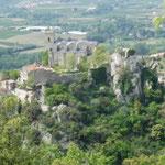 Eglise d'Eus vue depuis un sentier du village