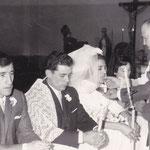 """Podemos observar que el oficiante de la ceremonia es D. Gregorio Bermejo. En quellos años era costumbre casarse con """"la mantilla"""" del """"Sepulcro""""."""