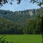 Blick vom Tal auf die Rutschenfelsen