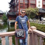 Martin unterwegs in Asien mit seinm MessengerBag