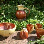 Saladier,tasses, cruches - émail jaune et rouge de fer façon yin yang