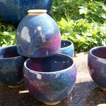 tasses émail bleu et rouge de cuivre