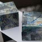 Papiercollage, Wachs, Tusche, Pigmente in Öl auf Holzwürfel   4x4x4 cm,   April 2018