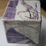 Kollage auf Holzwürfel  8x8x8 cm   Wachs, Tusche, Pigmente/Öl   November 2019