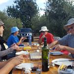 Mittagessen im Olivenhain