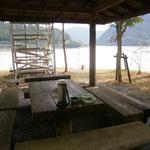 湖畔の昼食